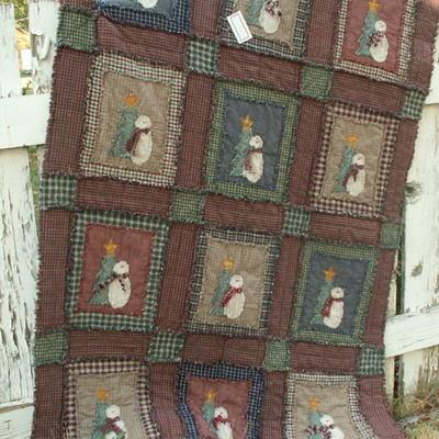 Ragged Quilt - Even the Snowmen are ragged applique! How cool, you could make each tree with a different green material to give it a little variation of the snowmen blocks.