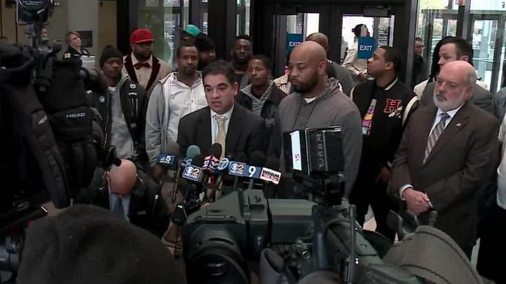 The drug convictions of 15 men in Chicago have been thrown out after they claimed they were framed years earlier by a police sergeant, who went to prison for a related crime, and his team of officers.
