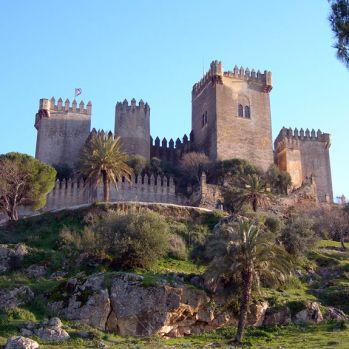 Castillo de Almodóvar del Río, Córdoba, España-Un paseo medieval por los 25 castillos más asombrosos de España (FOTOS)