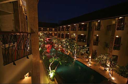 All Season Legian Hotel. kamar tamu dikelilingi oleh kolam renang dan memiliki fasilitas modern. Hotel ini juga memiliki coffee shop dan restoran di lobby yang menyajikan makanan lokal dan internasional. Dapatkan diskon menginap hingga 70% untuk 4 hari 3 malam hanya di www.diskonhotels.com #hotel #indonesia #bali #diskon #legian #sanur #kuta #diskonhotels