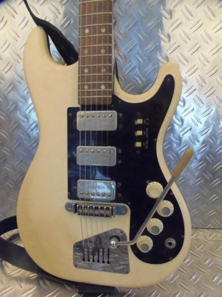 Artikelnummer:: 17101Verfügbarkeit: Auf LagerHöfner 173 welche zwischen 1962 bis 1970 gebaut wurde. Alles ist Original und wurde nicht umgeänderthttp://www.hofner-vintage.com/vintage-guitar-showroom/vintage-solidbody-guitars/hofner-vintage-173.html