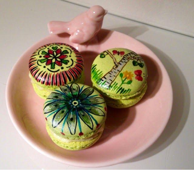 Painted macaroons by Nadja Wedin Design and Kakbiten