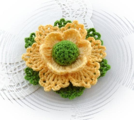 Crochet flower brooc