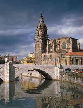 San Antonio Church, Iglesia  y puente de San Antón. Bilbao (Basque Country, Spain) .