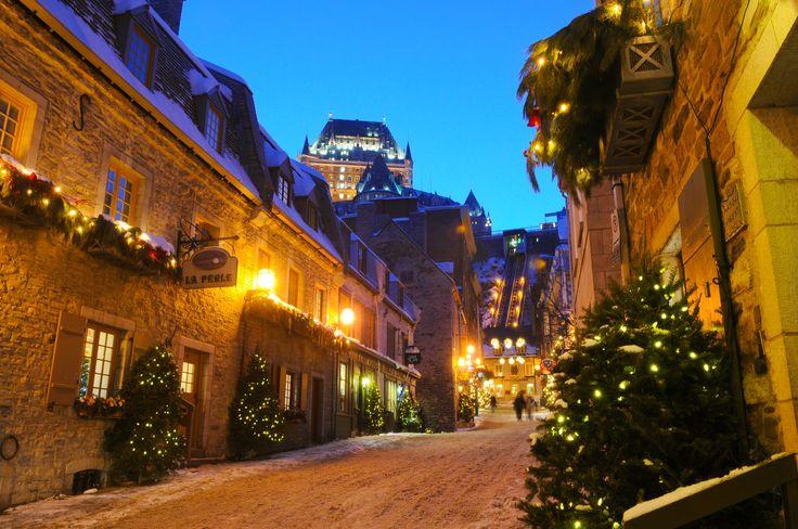 Venez découvrir les décors hivernaux du Petit-Champlain et de Place Royale situé dans le Vieux Québec.