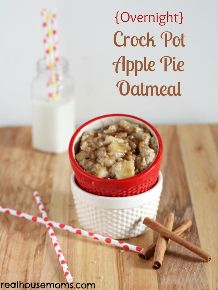 {Overnight} Crock Pot Apple Pie Oatmeal | Real Housemoms | Delicious fall breakfast that is super easy to make.