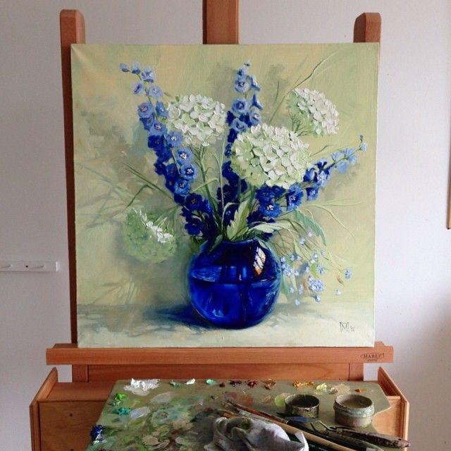 Букет/Bouquet Синий один из моих любимых цветов в красках и в живых цветах:)) а еще я коллекционирую синее стекло- вазы, кувшины, бокалы... Завораживает меня свет сквозь синее стекло:) #букет #художник #живопись #дельфиниум #синий #картина #art #bouquet #blue #glass #_talent #arthub #nawden #nawdens #artfido #art_support