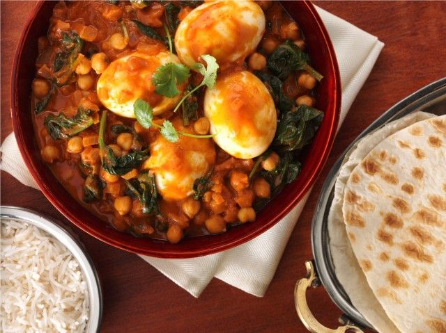 This Mild Egg Korma combines #chickpeas, #spinach and high-protein #eggs in a fragrant korma gravy. Simply top with natural yoghurt and coriander for a flavoursome dinner-time winner.