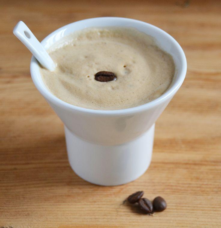 Tazza in porcellana di #design: Mimì by Maurizio Duranti Perfetta per gustare il #caffè freddo  www.ancap.it