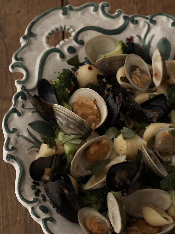 Conghilie with Clams and Mussels (and broccoli)