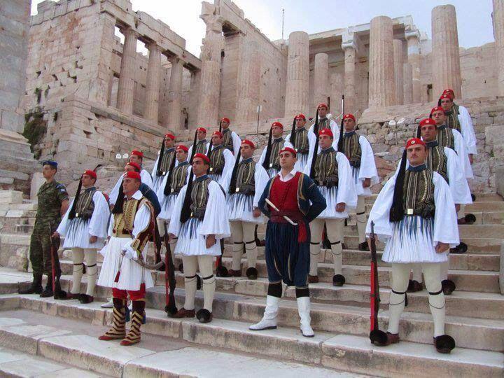 Η ΔΙΑΔΡΟΜΗ ®: Εύζωνες η ιστορία και η στολή τους