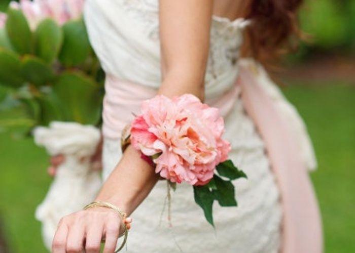 グローブはもう古い?!今どき花嫁はお花のリストレットで可愛さも香りも楽しんでます♡