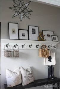 10 Chic Ways to Decorate Your Entryway Wall 9
