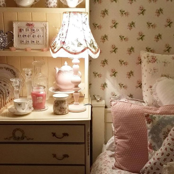 Lesley lover of vintage and shabby chic style living in the English countryside in a romantic cottage ...