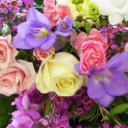 Flori alese ...si zile senine! La multi ani, Ileana ! http://ofelicitare.ro/felicitari-de-sf-constantin-si-elena/la-multi-ani-ileana-318.html