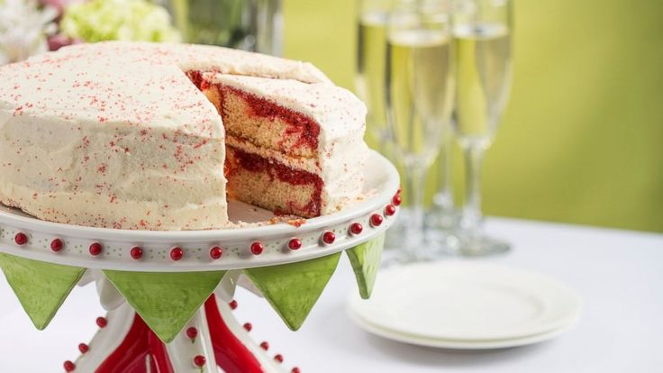 Music icon and bestselling cookbook author Patti LaBelle shares her recipe for red velvet marble cake with boiled frosting. This sweet classic has a fun twist by marbleizing red and white batters.