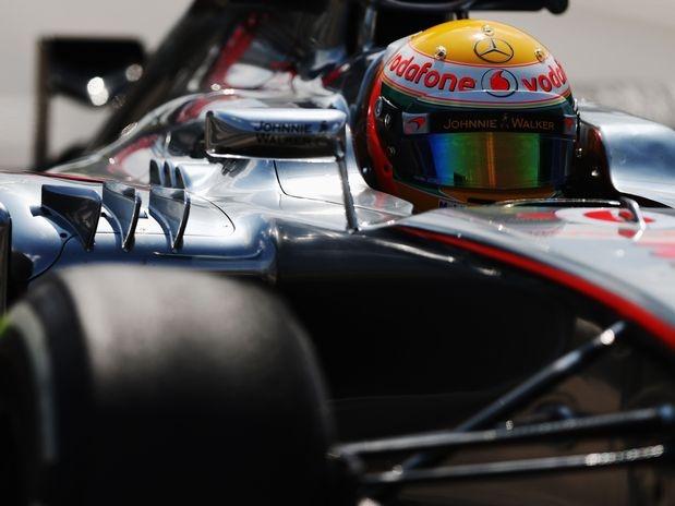 Vindo de uma péssima corrida na Alemanha, o inglês Lewis Hamilton começou bem o final de semana e foi o mais rápido do primeiro treino livre para o Grande Prêmio da Hungria, realizado na manhã desta sexta-feira. O piloto da McLaren cravou a marca de 1min22s821 no início da atividade e liderou a dobradinha da escuderia no circuito de Hungaroring  Foto: Getty Images