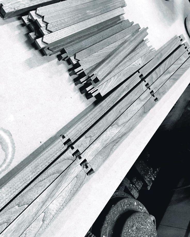 송추공방 사방탁자 이방연귀맞춤 제비촉맞춤 장부구멍작업 . . . . #daily#일상#송추#목공#사방탁자#wood#woodwork#woodworking#가구#전통가구#원목가구#짜맞춤가구#수작업#가구만드는남자#고추짱아아빠 de namu_kkun