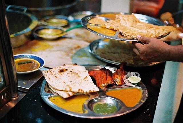 Naan bread & tandoori chicken by Liyin the Creative-Extraordinaire, via Flickr