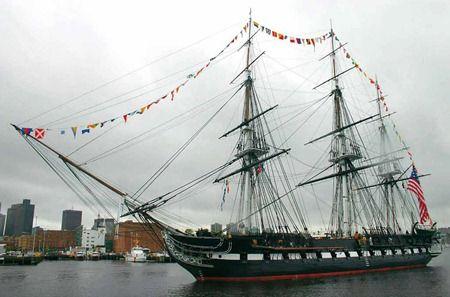 """USS Constitution è la nave della marina statunitense più vecchia, ancora in servizio attivo. È una """"fregata pesante"""" a tre alberi battezzata in omaggio alla Costituzione degli Stati Uniti d'America. Costruita a Boston con assi di quercia virginiana spesse fino a 178 mm fu detta, non senza ragione, """"la vecchia fianchi di ferro""""."""