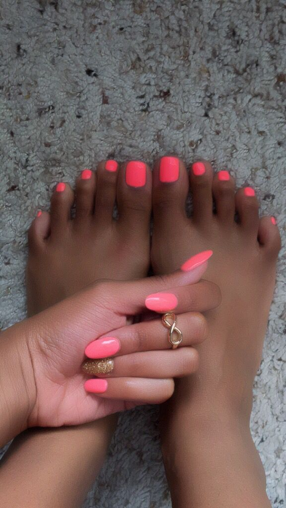 Coral pink with an accent nail. Almond tips #nexgen