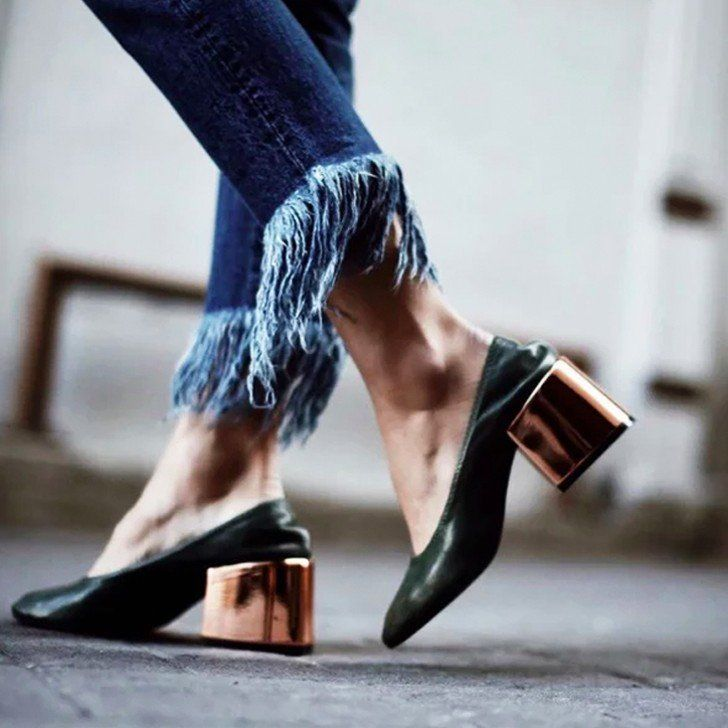 Frayed Hem Jeans: From subtle frays to exaggerated fringe, the introduction of undone hems was favored by the minimalist to the fashion-forward.
