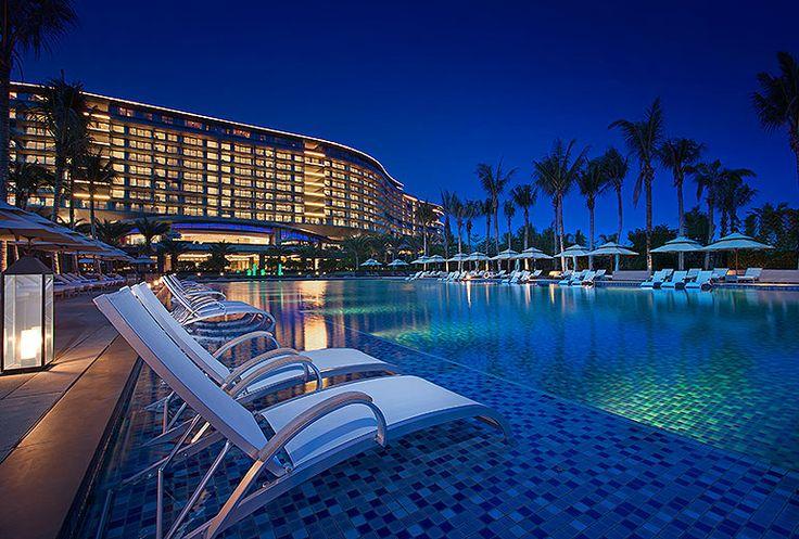 Follow Us Around the Hotels in Sanya! (15-2) Westin Blue Bay Resort – Exterior night view. #sanyarepin #sanyaheartstohearts
