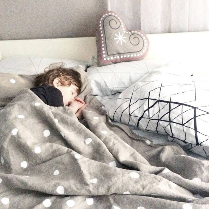 An afternoon nap is a must before partying all night. :) Our linen bedding will help you feel refreshed indeed. 📷 by @my_petit_world www.ooh-noo.com