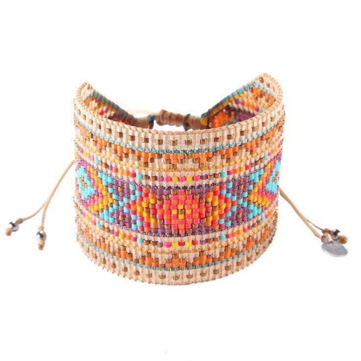 Perles multicolores pour ce bracelet original de la marque Mishky fabriqué entièrement à la main en Colombie.
