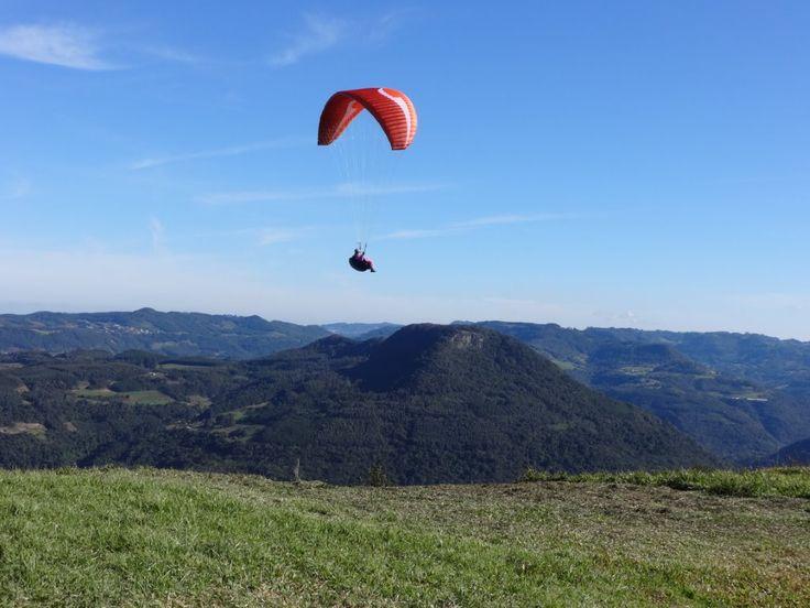 A Serli e o Lupatini de Caxias do Sul - RS da Sky Company Escola de Parapente…