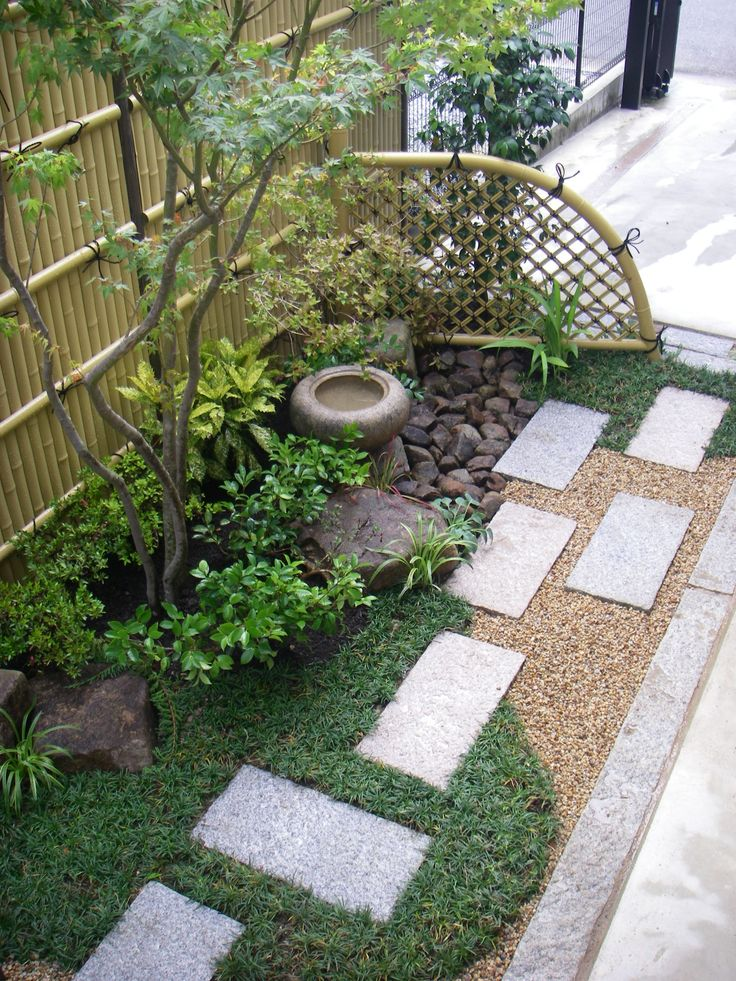 Like the steps, particularly the placement. small space Japanese garden