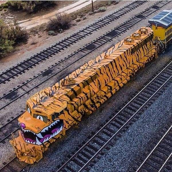 Take A Break From Your Day And Enjoy These 42 Awesome Pics Model Trains Train Pictures Train Tracks