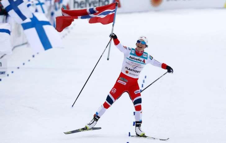 I EGEN KLASSE: Marit Bjørgen fikk en enkel oppgave med å av å gå Norge inn tiil stafettgull under ski-VM i Lahti.