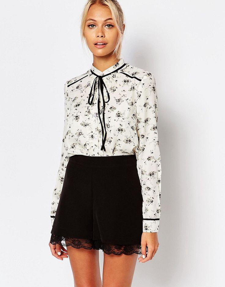 Blusa transparente con estampado floral y lazo anudado en contraste de Fashion Union