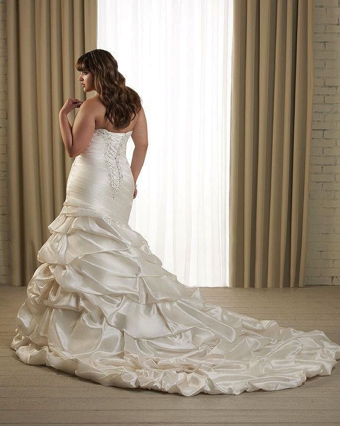 bonny wedding dress pre owned form fitting mermaid silhouette designer wedding gown