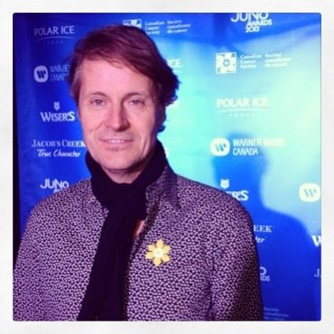 Blue Rodeo's Jim Cuddy wearing the pin for Juno Awards celebration. #mydaffodil