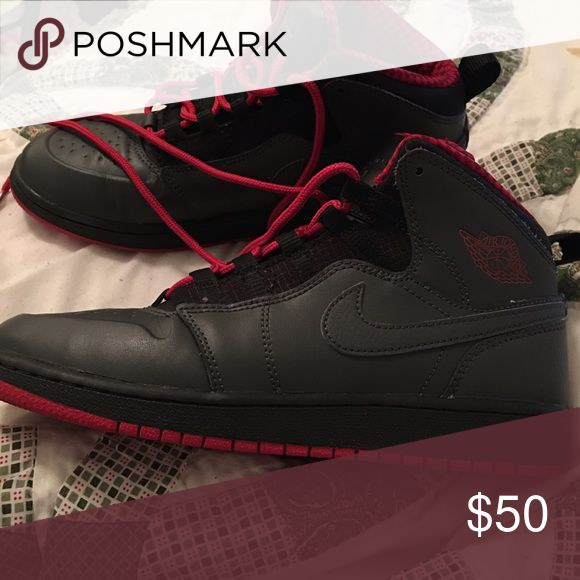 Retro 1 Jordans Black/Red/Grey comfortable sneakers to workout in or to dress down with ! Shoes Sneakers