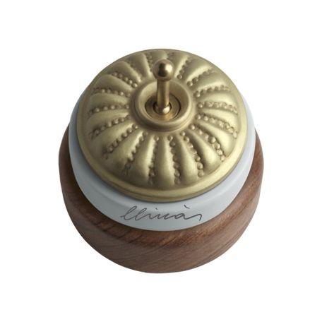 Comprar | Conmutador porcelana superficie repujado | Interruptores porcelana superficie #iluminacion #decoracion #accesorioslamparas #lamparas #handmade #vintage #interruptoresporcelana