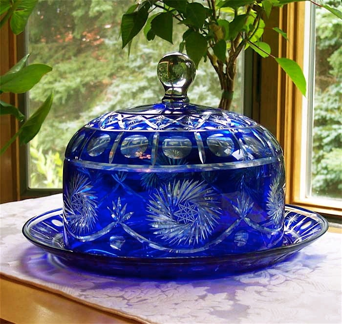 Colbalt blue cake plate with dome. Ohmygosh, do you know how HEAVY this luxurious piece would be?