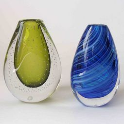 Exquisite art glass vases - hand blown in NZ   http://www.newzealandshowcase.com/productdetails.cfm/productid/670