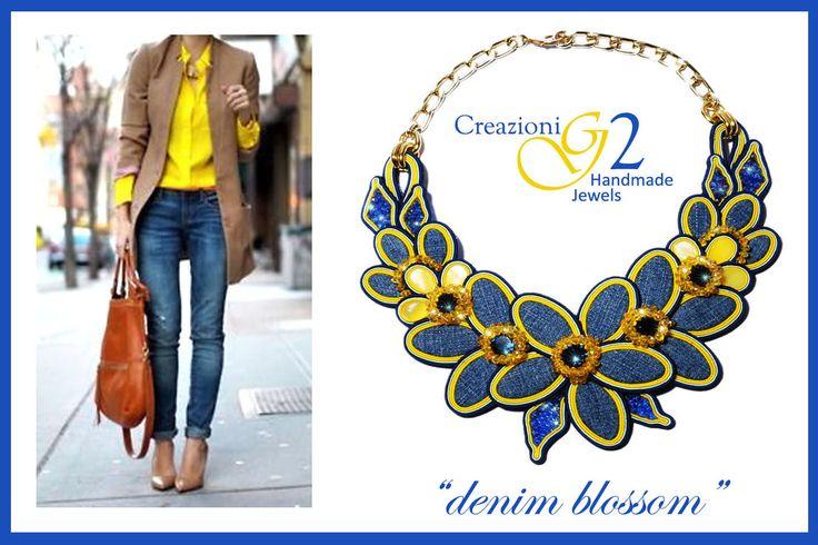 in questa foto: imponente girocollo con motivo floreale, petali in jeans e madreperle, foglie in cristalli azzurri, metalleria oro. Tecnica soutache Pezzo unico realizzato a mano G2.