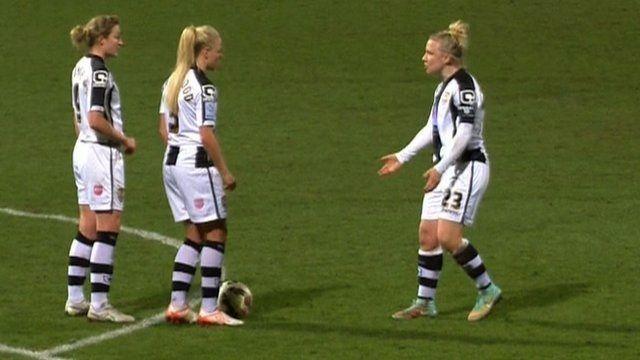 Ciekawe wykonanie rzutu wolnego przez kobiety • Piłkarki Notts County przechytrzyły słynny Arsenal Londyn • Zobacz film z golem >>