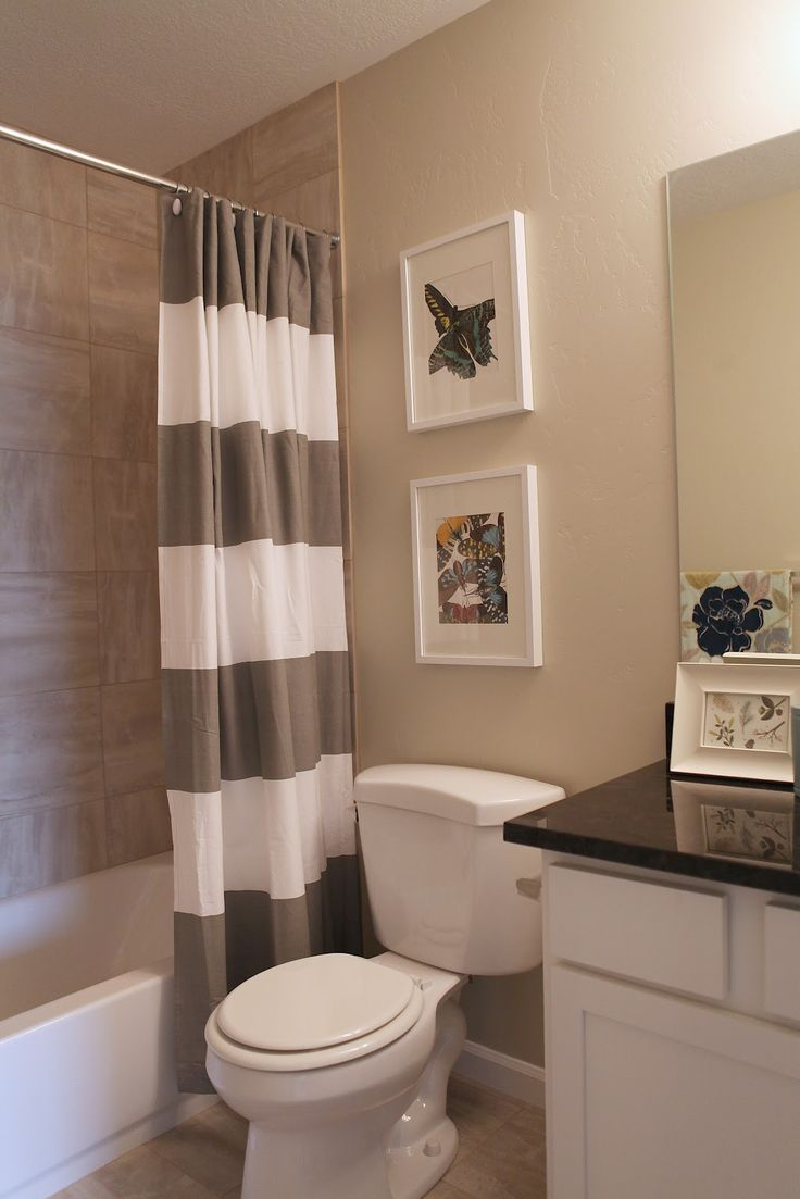 I like the linen look tiles in the bath surround.  Goes well with paint color and white tub.