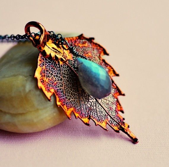 This birch leaf is designed by taking a hand-picked real leaf and painting the surface with a copper based paint. The result is a beautiful handcrafted piece of wearable art. This necklace is composed of one copper plated leaf and a flashy labradorite, hung on an oxidized sterling silver chain