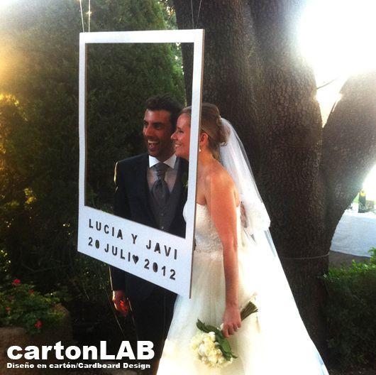 Originales photocall para bodas sostenibles realizados en cartón by CartonLAB