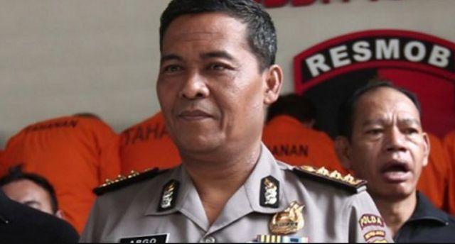 Sempat Dicurigai Teroris Ternyata Pria Itu Suami Agnes Monica http://news.beritaislamterbaru.org/2017/10/sempat-dicurigai-teroris-ternyata-pria.html