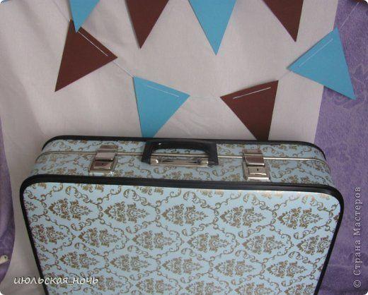 свадебные аксессуары для фотосессии: старый чемодан окрашен с помощью трафаретов+ флажки в тон чемодана