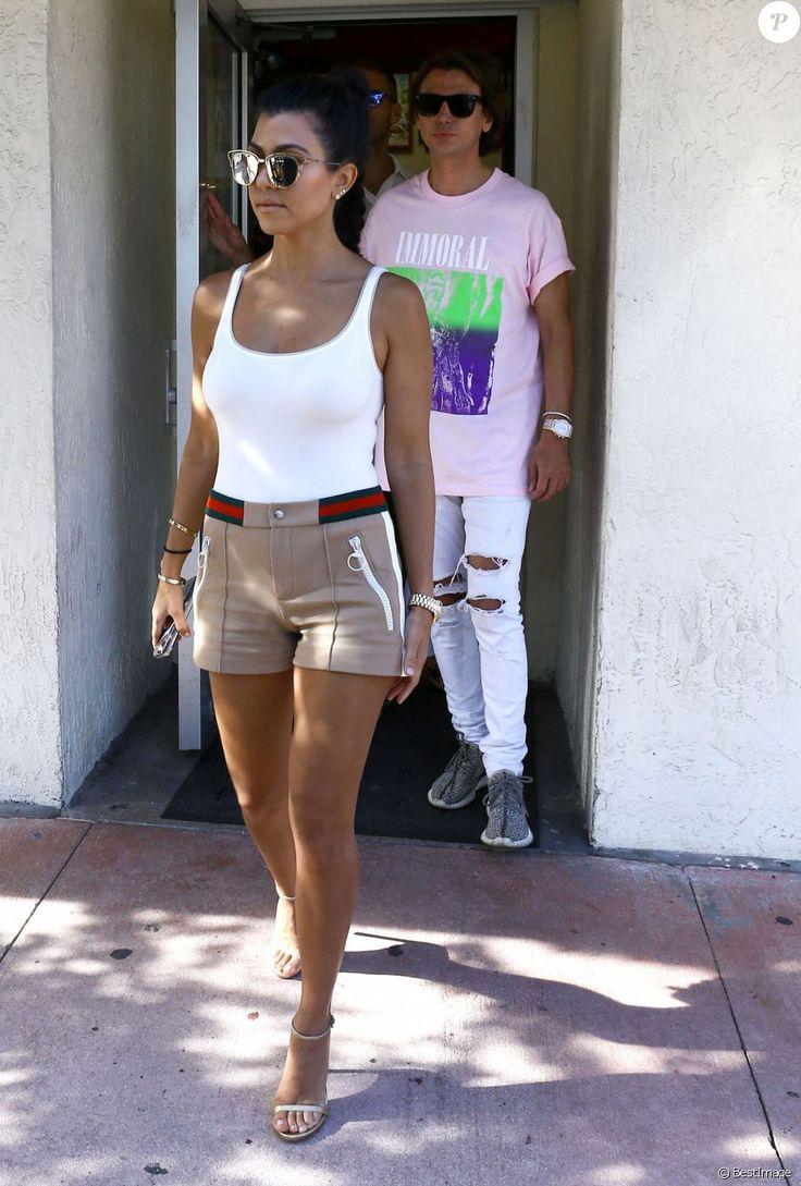 Exclusif - Kourtney, Khloé Kardashian et Jonathan Cheban déjeunent au restaurant Sazon Cuban Cuisine à Miami, le 14 septembre 2016.