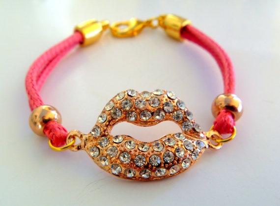 Hot pink neon pink rhinestone lips bracelet by NNbraceletsandmore, €8.00