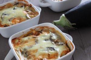 MOUSSAKA AU POULET LIGHT WW: 5PPTS/ personne ou 15PPTS pour la totalité Ingrédients pour 3 personnes: 2 aubergines 300g de filet de poulet un gros oignon 1 boîte de pulpe de tomate 4CC de sauce soja 1CC d'ail 250ml de lait écrémé 1 cube de bouillon de volaille 2CS de Maïzena 1CC d'huile d'olive Préparation: Couper les aubergines en…